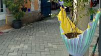 """Master Go Green, Bambang Irianto """"Glintung"""" asal Malang memesan Pot Lentera hasil buatan tangan Warga Kampung Pot Lentera Kota Tangerang"""