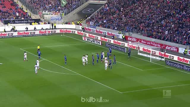 Schalke membawa pulang tiga pin dari markas Stuttgart setelah menang 2-0 pada pertandingan Liga Jerman, Sabtu (27/1). Naldo membuk...