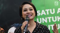 Penyanyi, Andien memberi keterangan saat peluncuran video musik Indonesia Raya 3 Stanza di Jakarta, Senin (30/10). Andien menjadi satu-satunya penyanyi yang turut ambil bagian dalam penggarapan video musik tersebut. (Liputan6.com/Helmi Fithriansyah)