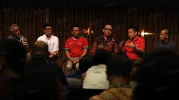 Para calon Ketum PSSI saat beraksi pada acara debat yang dilaksanakan PSSI pers dan liputan6.com di  SCTV Tower, Senayan City, Jakarta, Selasa (04/10/2016). (Bola.com/Nicklas Hanoatubun)