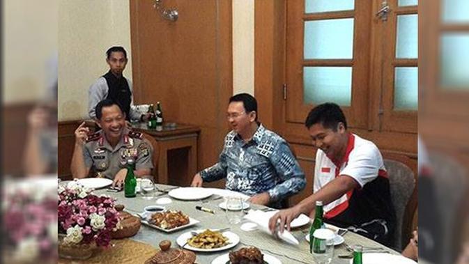 Ahok saat jamuan makannya bersama Kapolri Tito Karnavian dan politisi Maruarar Sirait.