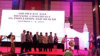 Pembukaan Konferensi Internasional Dua Tahunan Asia Tenggara mengenai Kependudukan dan Kesehatan 2018 di Shinghasari Resort, Kota Batu, Malang, Jawa Timur, pada Kamis (8/11/2018).   (Foto: Fitri Haryanti/Liputan6.com)