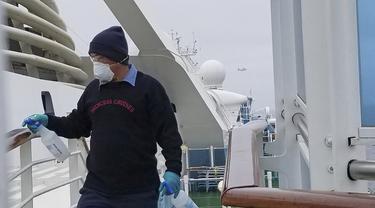 Kapal pesiar Grand Princess dibersihkan pada 5 Maret 2020 untuk mewaspadai adanya Virus Corona.