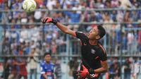 Kiper Persita Tangerang, Yogi Triana, optimistis timnya mampu membalikkan keadaan saat menjamu Arema FC di Stadion Utama Sport Center, Kabupaten Tangerang, pada leg kedua 32 besar Piala Indonesia 2018. (Bola.com/Iwan Setiawan)