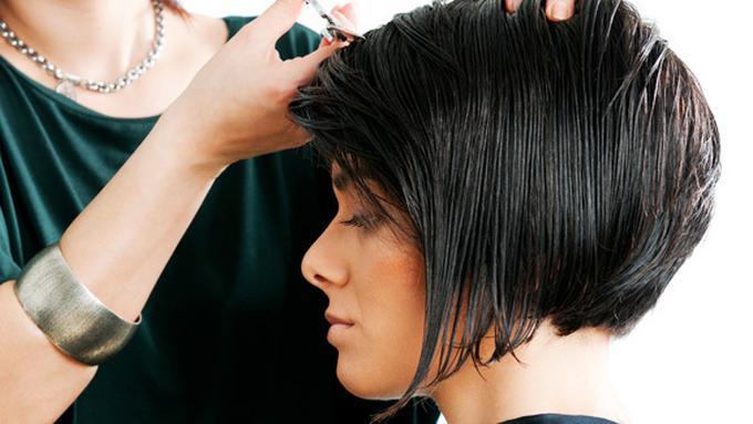 Gaya Rambut Tepat Untuk si Wajah Bulat - Beauty Fimela.com d2b6813811