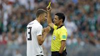 Wasit yang memimpin partai Piala Dunia 2018 antara Jerman lawan Meksiko, Alireza Faghani, memimpin enam laga di Liga 1 2017.  (AP Photo/Victor R. Caivano)