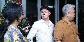 Kisah asmara Fero Walandouw dan Mikha Tambayong baru saja berakhir. Kabar itu diungkapkan oleh Fero bertepatan Hari Natal. Fero juga membantah bahwa kisah cintanya hanya setingan. (Adrian Putra/Bintang.com)