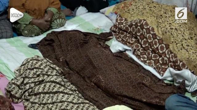 Sebuah rumah beton, yang berada diatas perbukitan Katapang, di kelurahan Sibolga Utara Sumatera Utara, longsor dan menimpa sebuah rumah yang berada dibawahnya, empat tewas dalam satu keluarga. Sementara di kelurahan pancuran bambu, longsor terjadi di...