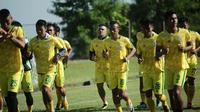 Cristian Gonzales (tengah - belakang), sudah berlatih bersama Bogor FC di Lapangan Hambalang, Bogor, Jumat (22/3/2019) pagi. (Istimewa)