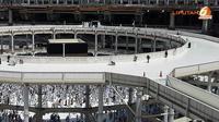 Tapi belakangan ini pengertian tawaf diplencengkan sebagai mengelilingi pusat perbelanjaan di kota Mekkah, seperti Mall Bin Daud dan tawaf di sejumlah mall kawasan Balad, kota Jeddah. (Liputan6.com/Anri Syaiful/wwn)