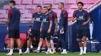 Pelatih Paris Saint-Germain, Thomas Tuchel, mengaku belum pasti memainkan kiper Keylor Navas, namun akan mempertimbangkan Marco Verratti. (AFP/David Ramos)