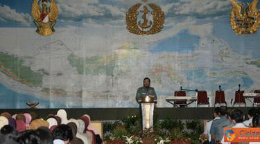 Citizen6, Jakarta: Segenap personel Mabes TNI baik militer maupun Pegawai Negeri Sipil (PNS), menghadiri peringatan Isra Mi'raj Nabi Muhammad SAW 1432 H/2011. Bertempat di GOR A Yani, Mabes TNI, Cilangkap, Jakarta, Rabu (6/7).(Badarudin Bakri)