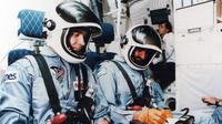 Sultan bin Salman bin Abdulaziz Al Saud, astronot muslim pertama (Wikipedia)