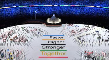 Delegasi atlet mengambil bagian dalam upacara pembukaan Olimpiade Tokyo 2020, di Stadion Olimpiade, di Tokyo, pada 23 Juli 2021. François-Xavier MARIT/AFP