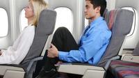 Lakukan gerakan ini agar tidak kram duduk lama di kursi pesawat. (Foto : washingtonpost.com)