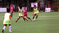 Para pemain muda berlatih dan menjalani seleksi untuk masuk akademi Persija (istimewa)