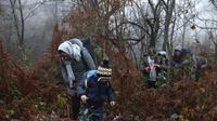 Sekelompok pencari suaka di hutan Croatia setelah melintasi perbatasan Bosnia-Croatia (AP photo)