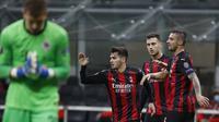 Gelandang AC Milan Brahim Diaz (21) bersama-sama rekan setimya merayakan golnya ke gawang Sparta Praha pada matchday kedua Grup H Liga Europa di Stadion San Siro, Jumat (30/10/2020) dini hari WIB. (Photo AP / Antonio Calanni)
