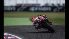 Pebalap Repsol Honda, Marc Marquez, menjadi yang tercepat pada sesi latihan bebas kedua (FP2) MotoGP Argentina di Sirkuit Autodromo Termas de Rio Hondo, Jumat (1/4/2016). (Bola.com/Twitter)