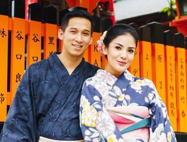 FOTO: Gaya Liburan Nindy Ayunda Ke Jepang Pakai Kimono Bersama Suami dan Anak