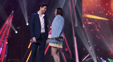 "Keduanya saat menghadiri acara Insert Awards Maret 2019 silam. Dalam acara tersebut pelantun lagu ""Mari Bercinta"" ini dan sang suami Eryck Amaral mendapatkan pemenang dalam kategori Fashionable Couple. (Liputan6.com/IG/aurakasih)"