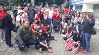 Relawan Solmet bagi-bagi kursi roda di Jakarta Utara.