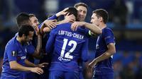 Para pemain Chelsea merayakan gol yang dicetak oleh Ruben Loftus-Cheek ke gawang BATE Borisov pada laga Liga Europa di Stadion  Stamford Bridge, Kamis (25/10/2018). Chelsea menang 3-1 BATE Borisov.(AP/Alastair Grant)