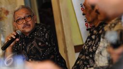 Pengamat Energi, Fathurahman memberikan pernyataan pada diskusi Gaduh Blok Masela di Jakarta, Sabtu (2/1/2016). Menurut kajian Berdikari Center, banyak peluang hilang jika pengembangan gas dilakukan di laut. (Liputan6.com/Helmi Fithriansyah)