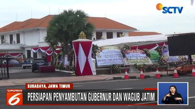 Rencanannya, siang ini pasangan gubernur dan wakil gubernur baru akan diarak keliling jalan jalan protokol Surabaya.