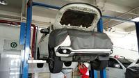 """PT Mitsubishi Motor Krama Yudha Sales Indonesia (MMKSI) menggelar program perawatan kendaraan bertajuk """"Mitsubishi Service Caravan"""". (Septian/Liputan6.com)"""