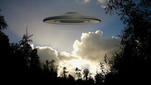 Penculikan oleh alien (4)