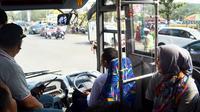 Perum DAMRI ditunjuk sebagai operator untuk operasional bus Trans Rafflesia Bengkulu (Liputa6.com/Yuliardi Hardjo)
