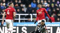 Bek Manchester United, Phil Jones tampil buruk saat melawan Newcastle (AP/Owen Humphreys).