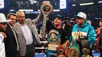 Saul Canelo Alvarez menang TKO pada ronde kedelapan atas Billy Joe Saunders (AFP/ ED MULHOLLAND)