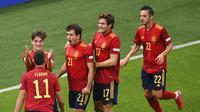 Para pemain Spanyol merayakan gol yang dicetak Ferran Torres ke gawang Italia pada semifinal UEFA Nations League, Kamis (7/10/2021) dini hari WIB di Stadion San Siro, Milan, Italia. (Marco Bertorello/Pool via AP)