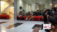 Ketua KPU Arief Budiman ditemani tiga komisioner menyambangi gedung KPU. (Liputan6.com/Fachrur Rozi)