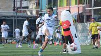 Gelandang Persib Bandung, Dedi Kusnandar. (Bola.com/Erwin Snaz)