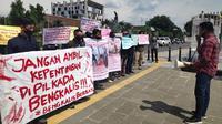 Mahasiswa berdemonstrasi terkait penunjukkan Plt Bupati Bengkalis oleh Gubernur Riau Syamsuar. (Liputan6.com/M Syukur)