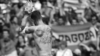 Selain memiliki tato Singa, Sergio Ramos memiliki tato angka 35,90,32 dan 19 di jari kirinya, angka 32 dan 35 adalah jersey Ramos di Sevilla, 19 adalah usianya memulai karir pro, dan 90 adalah menit akhir Ramos mencetak gol. (AFP/Remy Gabalda)