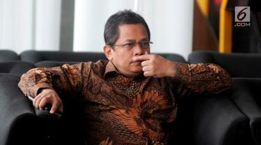 Sekjen DPR Indra Iskandar menunggu pemeriksaan penyidik di Gedung KPK, Jakarta, Senin (18/2). Indra diperiksa sebagai saksi untuk tersangka mantan Wakil Ketua DPR Taufik Kurniawan terkait dugaan suap DAK Kebumen. (Merdeka.com/Dwi Narwoko)