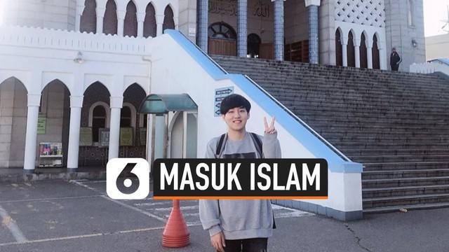 Video Blogger asal Korea Selatan, bernama Jay Kim, memutuskan untuk memeluk agama Islam dan menjadi mualaf. Ini ia lakukan karena menurutnya Islam memberikan kedamaian, dan ia ingin bertaubat dari dosa-dosa yang pernah ia lakukan.