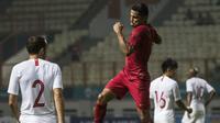 Striker Timnas Indonesia, Beto Goncalves, merayakan gol yang dicetaknya ke gawang Hongkong pada laga persahabatan di Stadion Wibawa Mukti, Jakarta, Selasa (16/10). Kedua negara bermain imbang 1-1. (Bola.com/Vitalis Yogi Trisna)