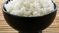 Belakangan beredar beras plastik, kamu tidak harus makan nasi kok.