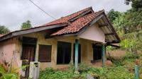 Beberapa warga Dusun Tarikolot Majalengka memilih bertahan demi tetap bisa menghidupi kebutuhan hidup mereka. Foto (Liputan6.com / Panji Prayitno)