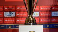 Trofi Piala Emas (AFP/ALFREDO ESTRELLA)