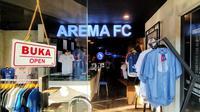 Penampakan Official Store Arema. (Bola.com/Iwan Setiawan)