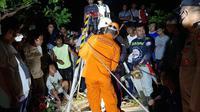 Basarnas Manado langsung menurunkan 1 tim rescue untuk memberikan bantuan dan membawa alat mountenering.
