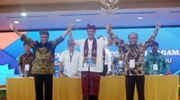 Ganjar Pranowo (tengah) kembali terpilih menjadi Ketua Umum PP Kagama periode 2019-2024 secara aklamasi dalam Munas ke-XIII Kagama di di Hotel Grand Inna Bali Beach, Denpasar, Bali, Jumat (15/11/2019). (Ist)