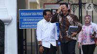 Komisaris Utama Pertamina Basuki Tjahaja Purnama tersenyum usai menemui Presiden Joko Widodo di Istana, Jakarta, Senin (9/12/2019). Pertemuan tersebut Presiden meminta agar memperbaiki defisit neraca perdagangan kita di sektor petrokimia dan migas. (Liputan6.com/Angga Yuniar)