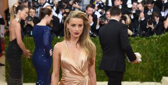 Amber Heard, banyak pria didunia yang mendambakan sosok wanita cantik seperti dirinya. Selain seksi dan berbakat, Amber ternyata mengaku bahwa dirinya adalah seorang lesbian di tahun 2010. (AFP/Bintang.com)
